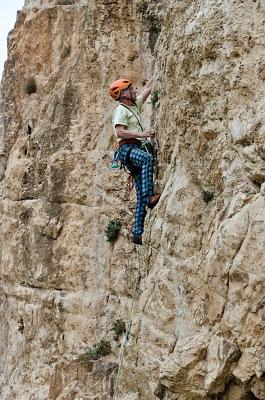 Lumír Hanuš pri lezení v oblasti Ein Fara v Izraeli.