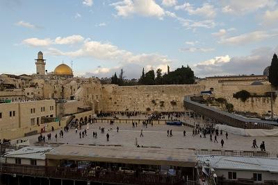 Jeruzalem, Múr nárekov, v pozadí mešita.